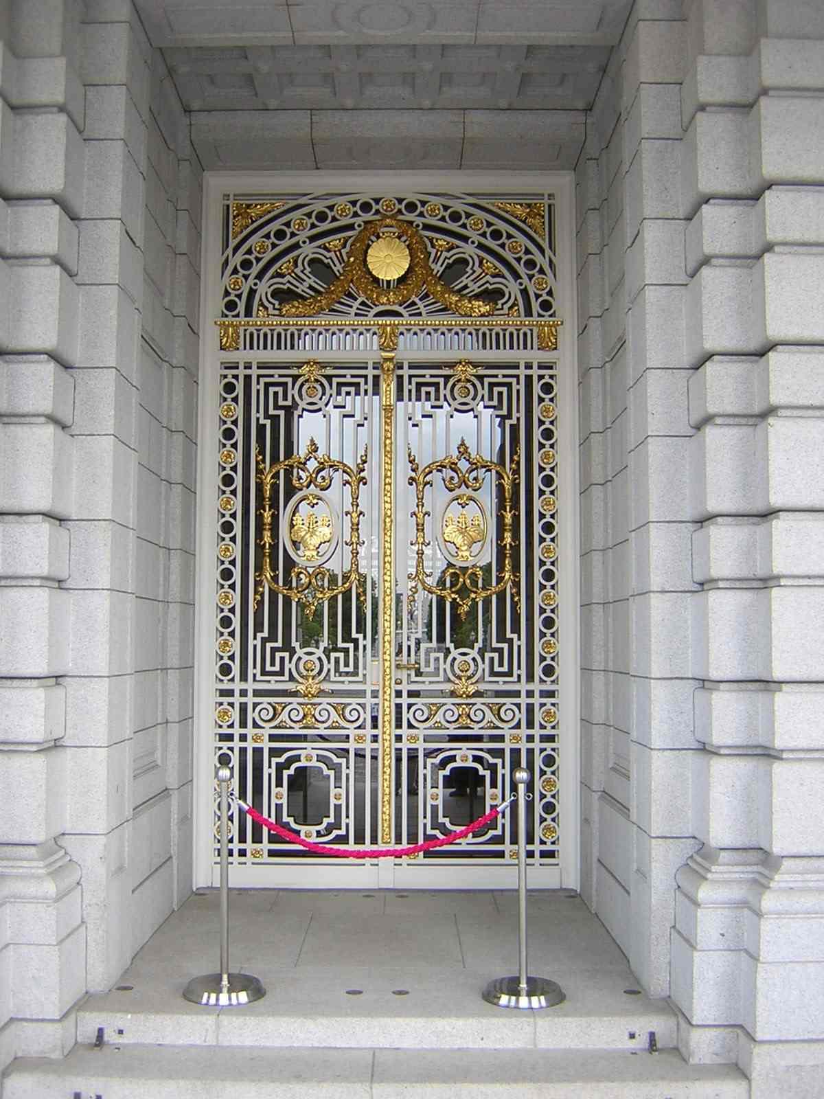 迎賓館の正面玄関