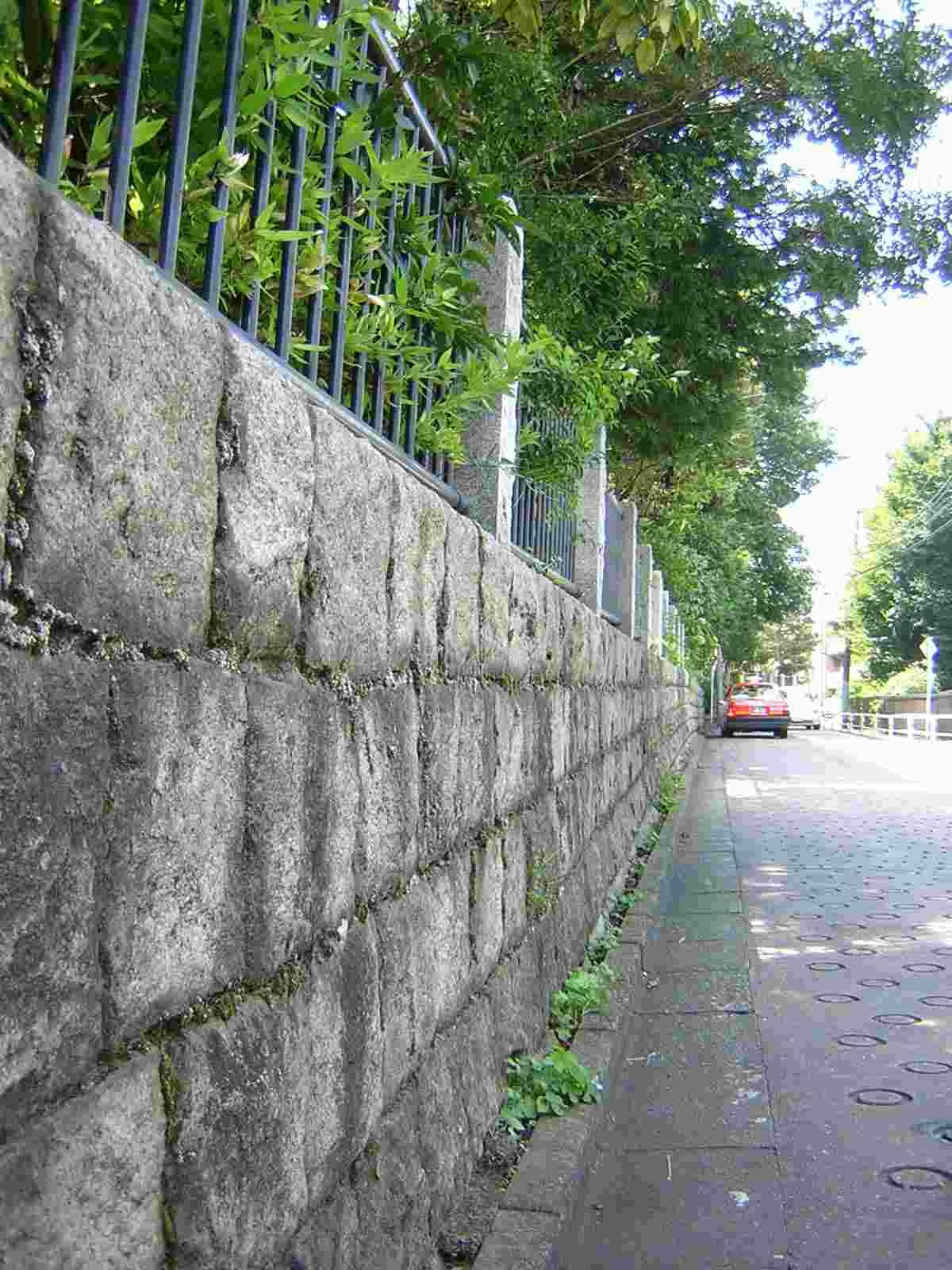 池田山公園の塀